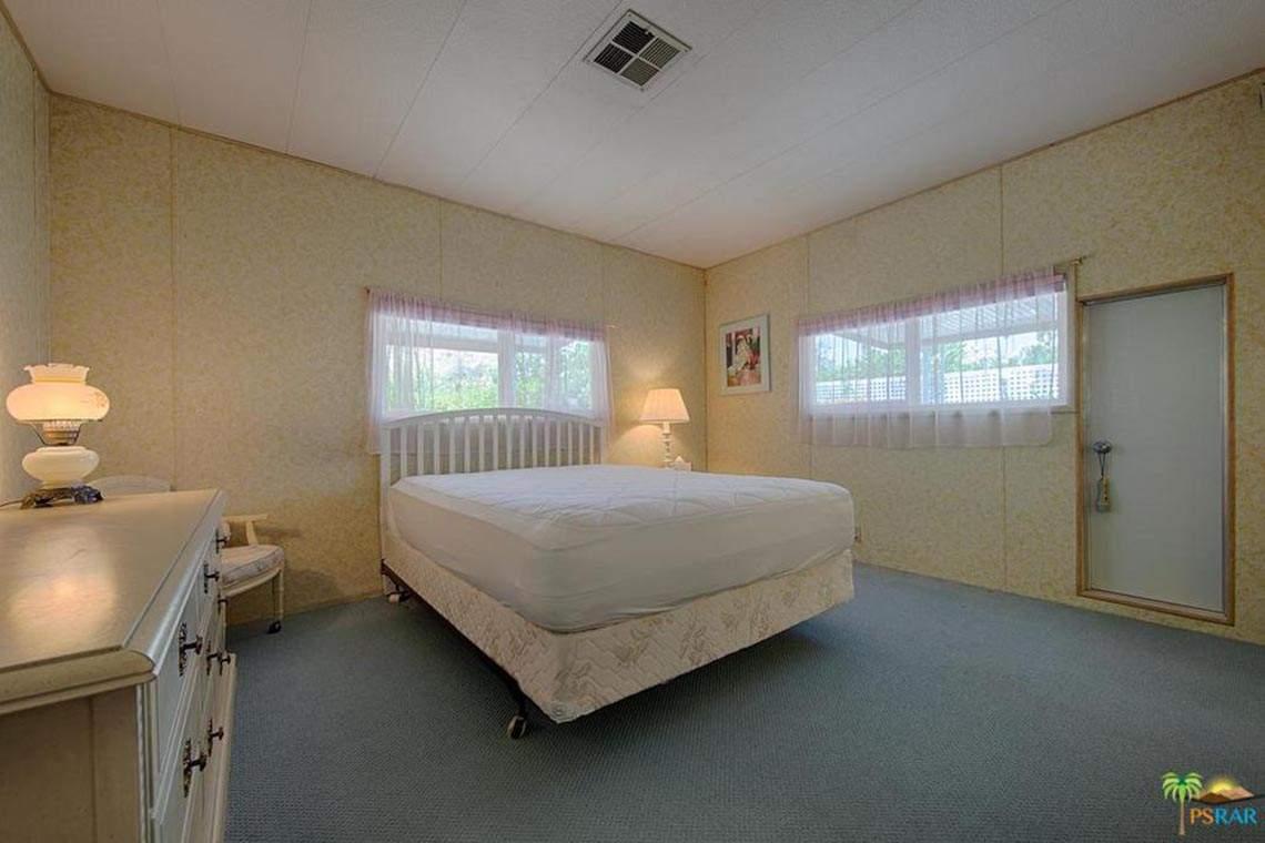 242 Newport Drive, Palm Springs, CA 92264